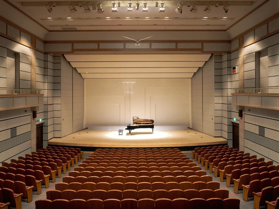 客席から見たステージ